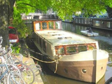 A372 Private Houseboat Amsterdam City Centre