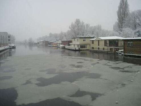 Houseboat under the Mill- Photo2