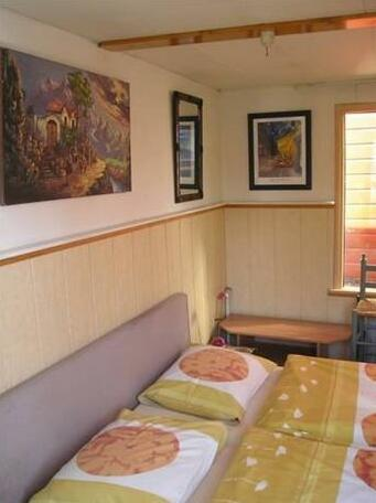 Houseboat under the Mill- Photo4
