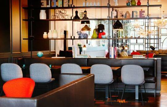 Motel One Amsterdam - Photo 2