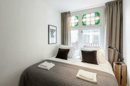 Short & Suite 400