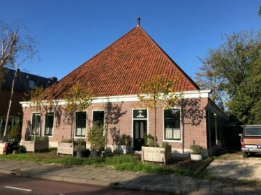 Traditional family apartment with garden at countryside Amsterdam