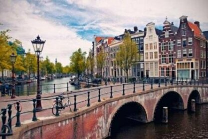 B&B Room at canal Edam likes Amsterdam