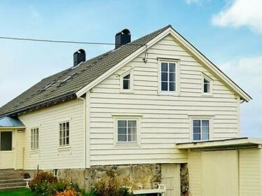 Five-Bedroom Holiday home in Fjortoft