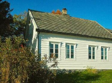 Four-Bedroom Holiday home in Fjortoft