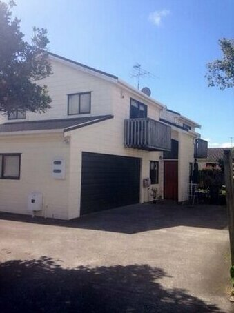 Homestay - Auckland District Health Quartet three independent gardens