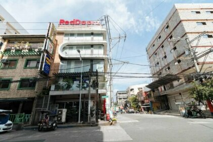 RedDoorz near Bambang Station