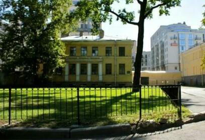 Ofizersky Poludomik St Petersburg