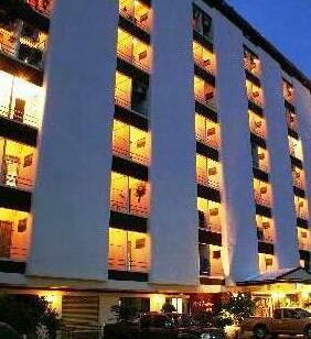 Nawarat Resort & Serviced Apartment Hotel