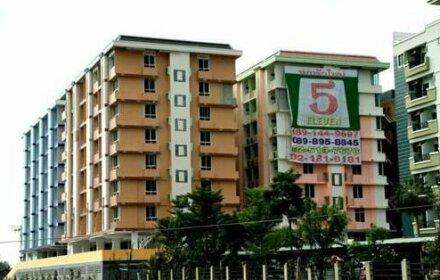 5-Eleven Court And Condo