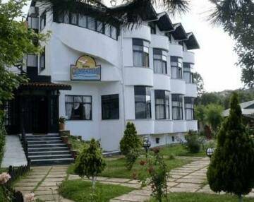 Gunbatimi Hotel