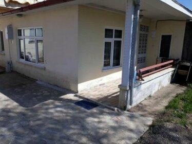 Bas House