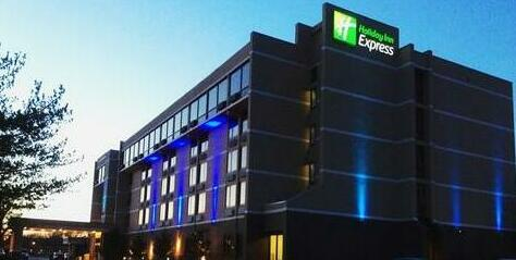Holiday Inn Express Aberdeen-Chesapeake House