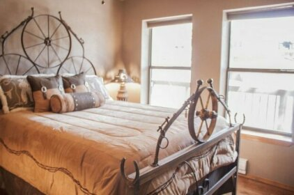 Frontier Lodge Six-bedroom Holiday Home