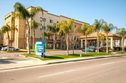 Holiday Inn Express and Suites Bakersfield Central