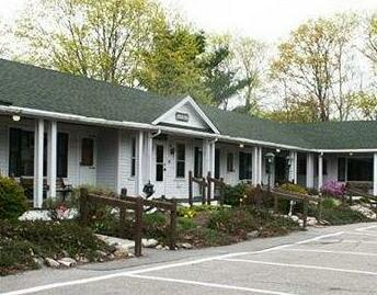 Aurora Inn & Motel