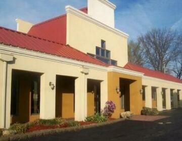 Econo Lodge Inn & Suites Belleville