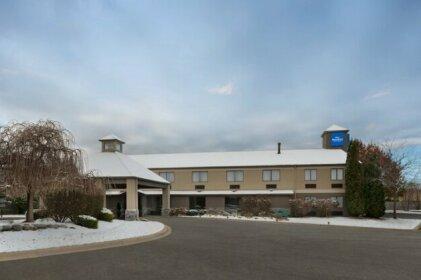Baymont by Wyndham Belleville Airport Area Hotel