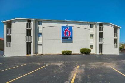 Motel 6 Blue Springs