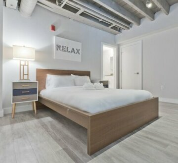 Loft-Style 2BR in Downtown by Sonder