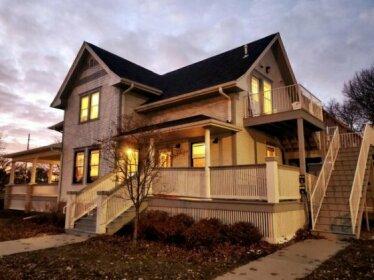 Renovated Dreamy Farmhouse in heart of Cedar Rapids