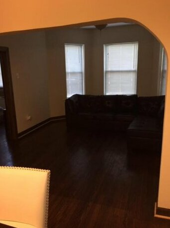 Clean spacious inexpensive queen BR 1- Photo3