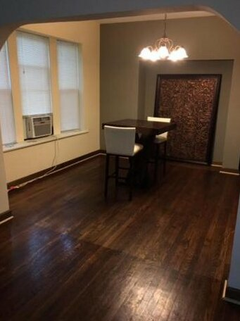 Clean spacious inexpensive queen BR 1- Photo5