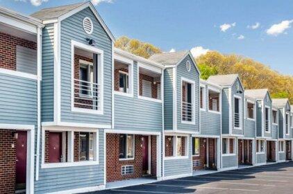 Econo Lodge - Cranston Providence