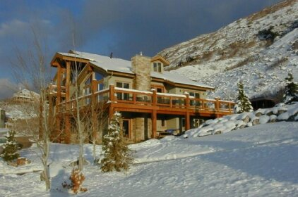 Five-Bedroom Vacation Home Near Cottonwood Canyon