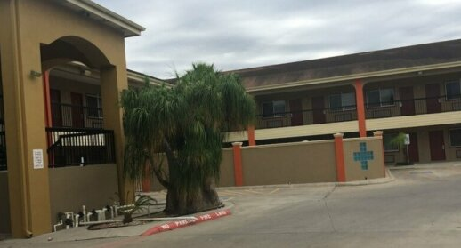 Texas Inn & Suites City Center at University Dr