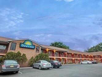 OYO Hotel Edison NJ Route 1 - 5 mi from Robert Wood Johnson University Hospital