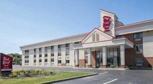 Red Roof Inn & Suites Cleveland - Elyria