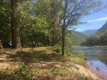 Bugalow @ Mountain River Guides Riverside Resort