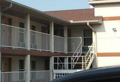 First Western Inn - Fairmont City