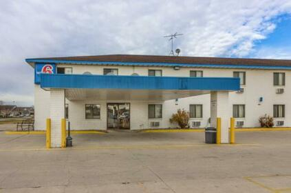 Motel 6 Fargo- South