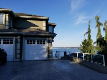 Redondo waterfront house with a private room