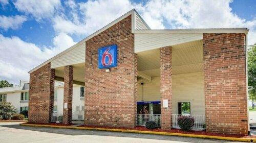 Motel 6 Greensboro Airport