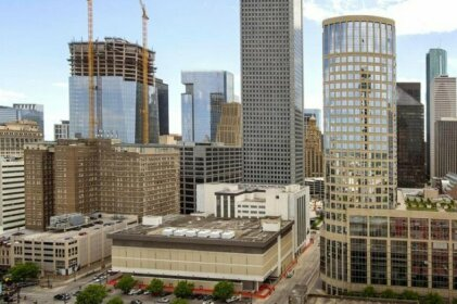 Great Studio w/ Pool in Downtown Houston