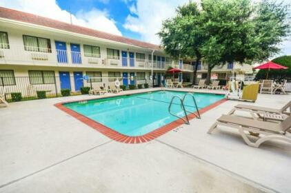Motel 6 Huntsville TX