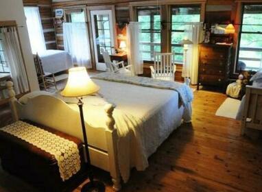 Snug Hollow Farm Bed & Breakfast