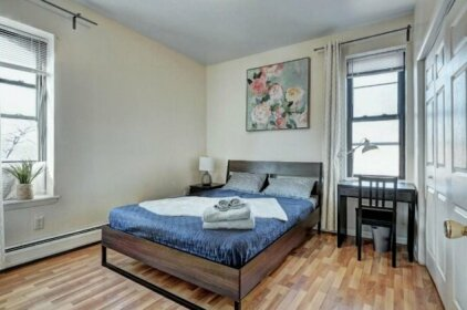 Modern Apartment minutes to NYC