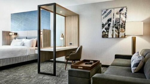 SpringHill Suites by Marriott Kansas City Country Club District