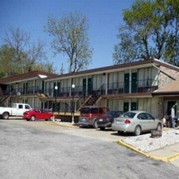 Budget Host Village Inn