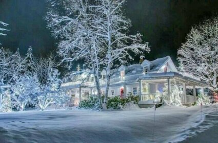 The Lake Placid Stagecoach Inn