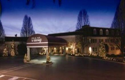 Willow Valley Inn & Suites