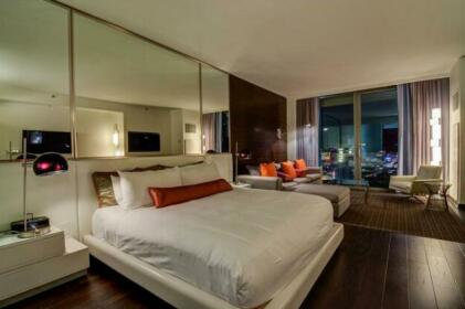 Palms Place Suite with Strip View