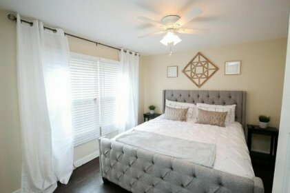Belmont Heights LB King Bed Super Fast WiFi