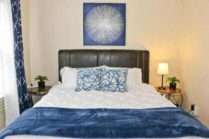 Close to Downtown and Beach - King Bed - Super Fast WiFi