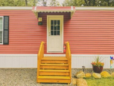 Motel Long Lake and Cottages LLC