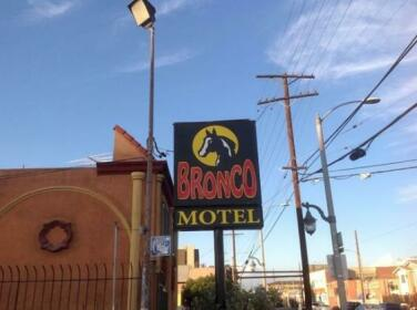 Bronco Motel South Central